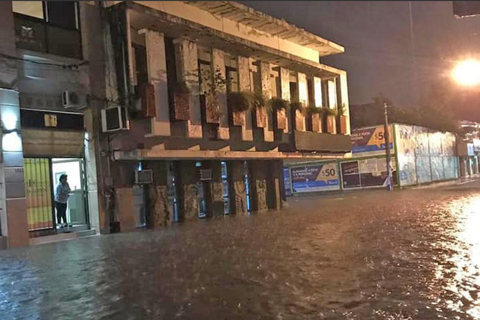 Шквалистый ветер и наводнения в Аргентине