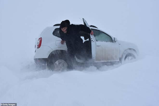Снежный шторм в Европе унес жизни 17 человек