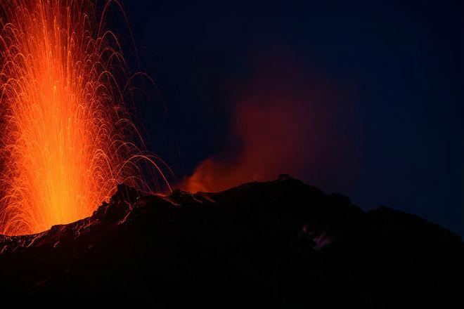 Извержения итальянского вулкана Стромболи вызвали волнения на острове