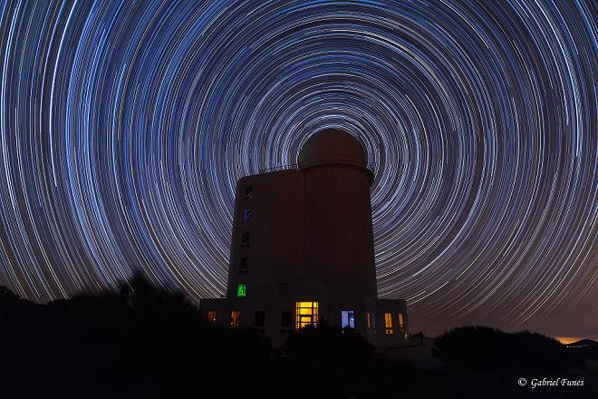 Звездные тропы вокруг обсерватории