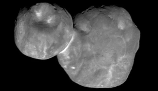 Ямы и шрамы на поверхности астероида Ультима Туле