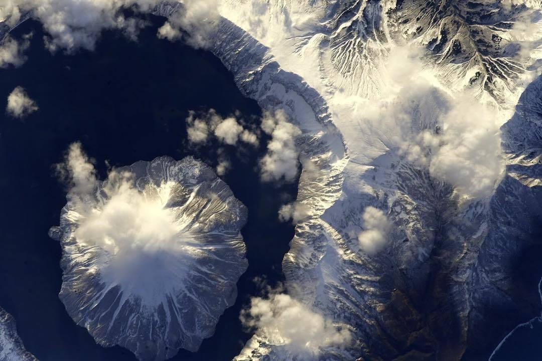Космонавт показал огромный неприступный вулкан на Курилах