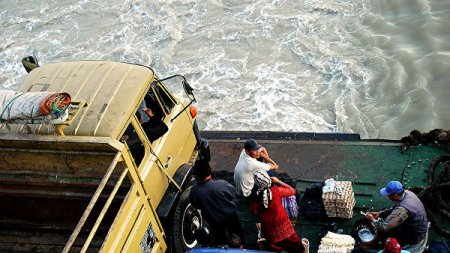 Число погибших из-за наводнений и оползней в Индонезии приблизилось к 70
