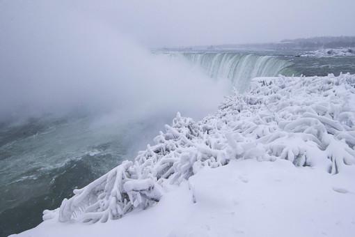 Ниагарский водопад частично замерз
