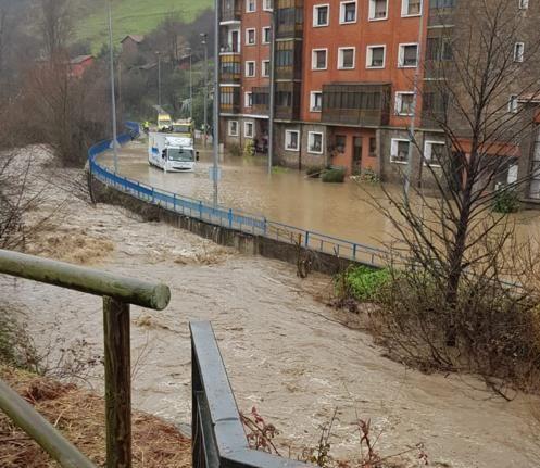 Сильные дожди на севере Испании унесли жизни 4 человек