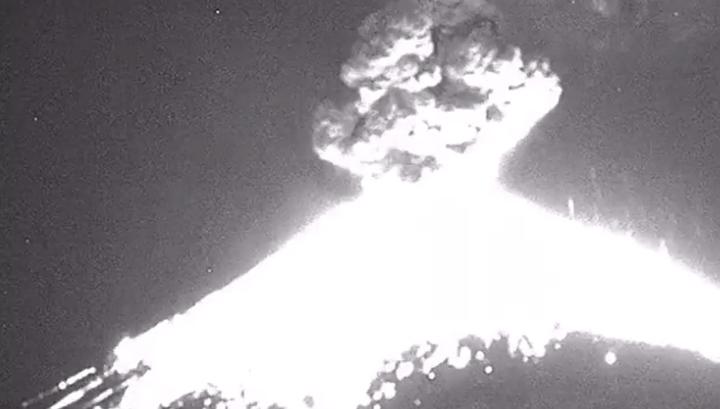 Извержение Попокатепетля попало на видео