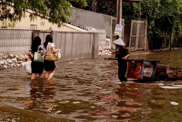 В Индонезии из-за наводнений эвакуировали более 9 тыс. жителей