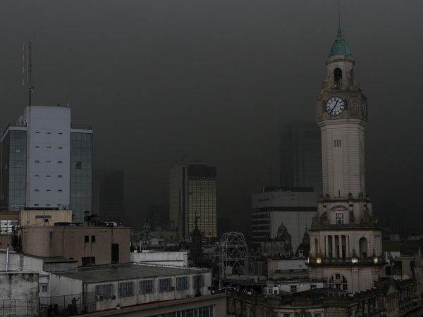 Черное облако накрыло Буенос Айрес