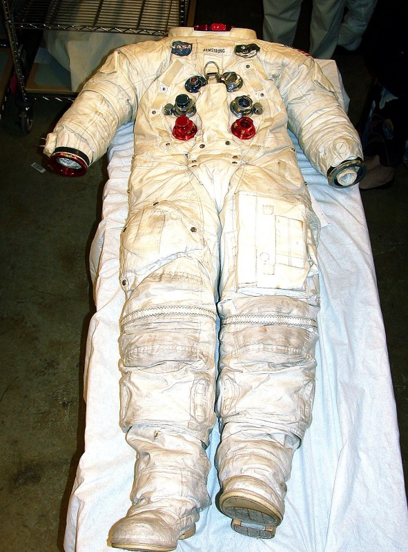 22dsn-Spacesuit-4.jpg