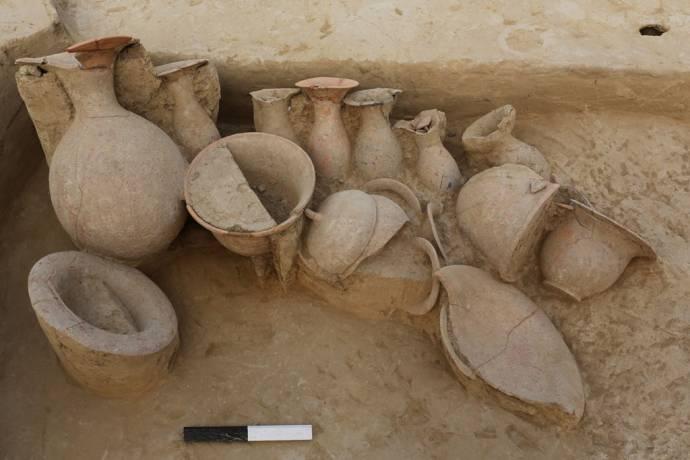 pots-in-burial-480x320
