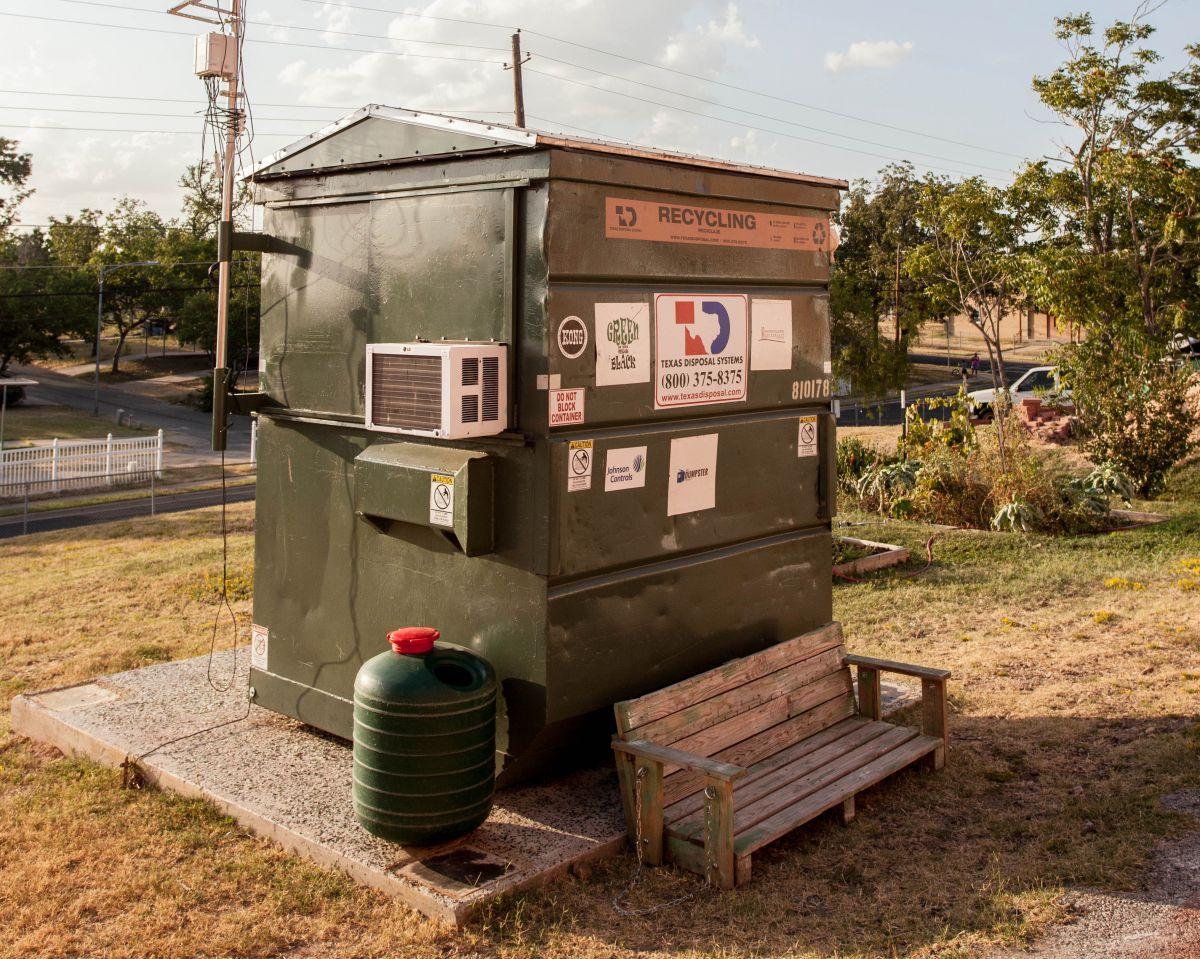 Американский профессор продал большой коттедж и переехал жить в мусорный контейнер CVAVR AVR CodeVision cvavr.ru