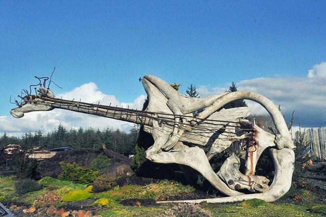 Необычные скульптуры из деревьев выброшенных на берег CVAVR AVR CodeVision cvavr.ru