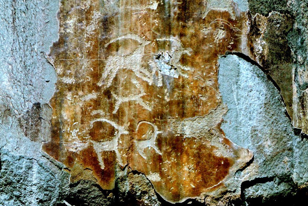 наскальные пещеры рисунки алтай