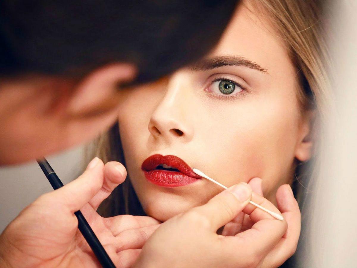 Как сделать губы краснее без косметики