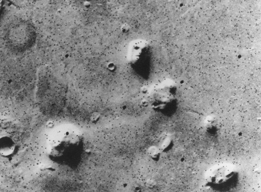 Астронавты: NASA стирает признаки жизни соснимков Марса иЛуны