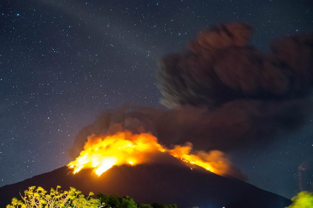 Извержение вулкана Агунг на Бали, может начаться в ближайшие часы