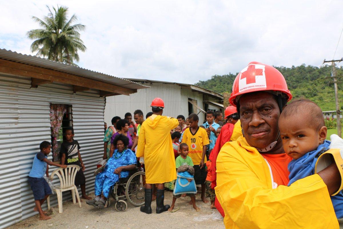 Тихоокеанские острова - тысячи пострадавших от наводнений после ливня и штормового нагона
