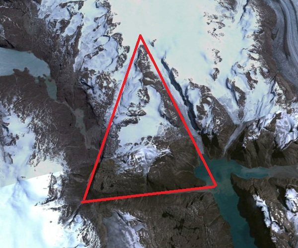 Странная треугольная формация в Гренландии