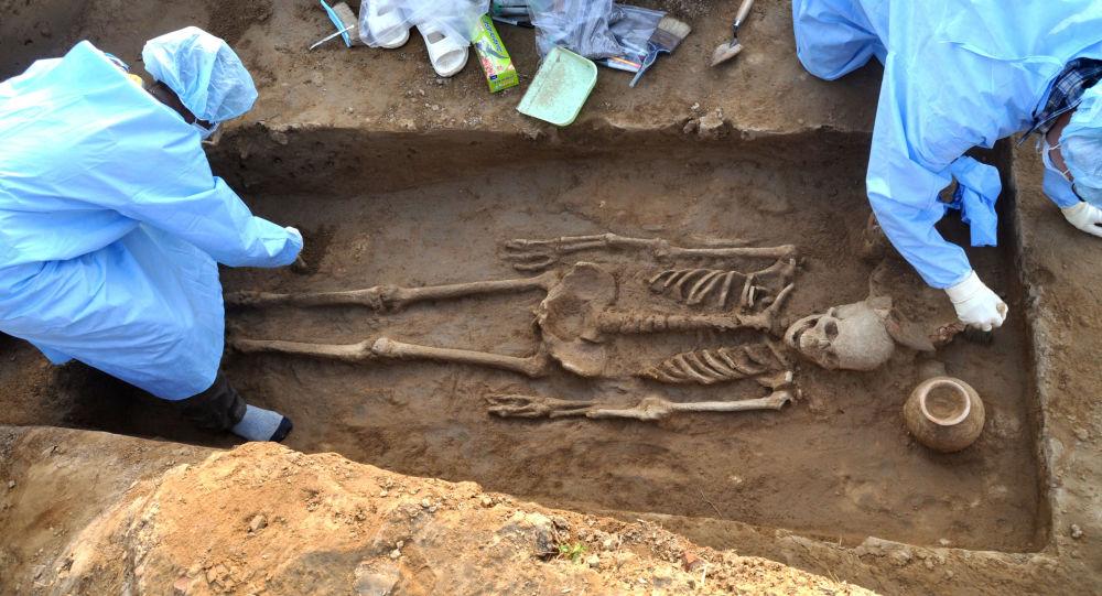 В Пакистане нашли необычное древнее захоронение мужчины и женщины