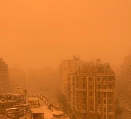 Мощная песчаная буря обрушилась на Каир