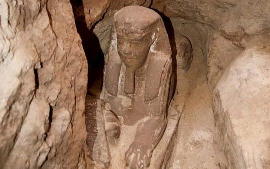 В Египте нашли небольшую статую Сфинкса