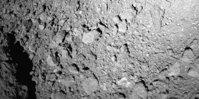 «Хаябуса-2» попробует взять образец вещества астероида Рюгу