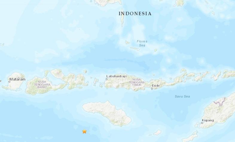 Два мощных землетрясения сотрясли Индонезию