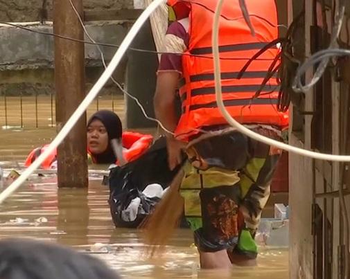В Индонезии растет число жертв наводнения