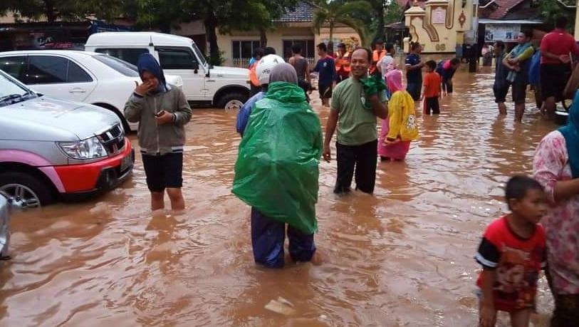 Наводнение на острове Ява в Индонезии