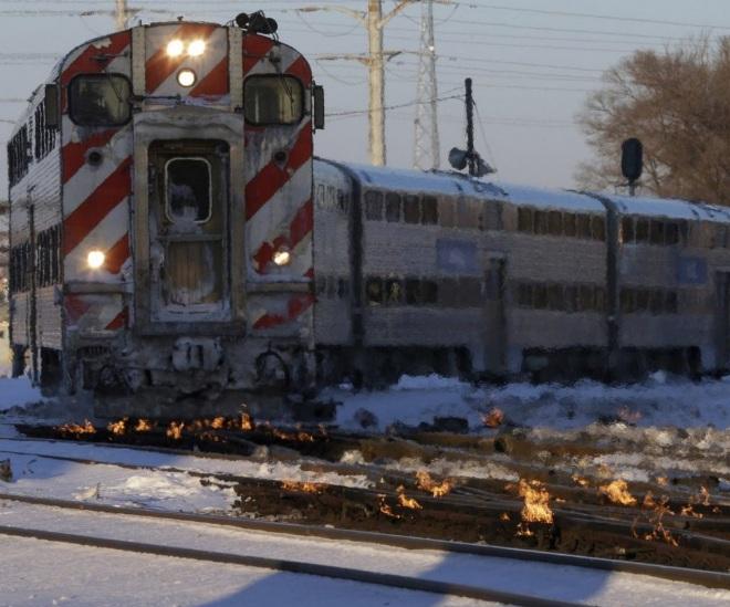 В Чикаго так холодно, что железнодорожные пути отогревают поджигая керосин