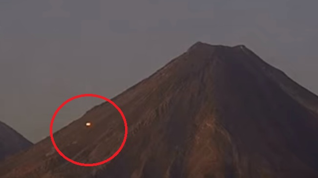 НЛО появилось над вулканом Попокатепетль в Мексике