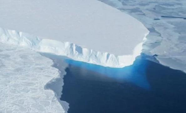 Под антарктическим ледником обнаружили огромные пустоты