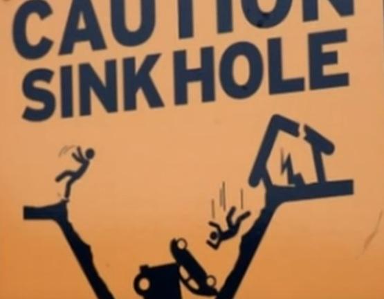 Карстовые воронки угрожают домам на побережье Британской Колумбии