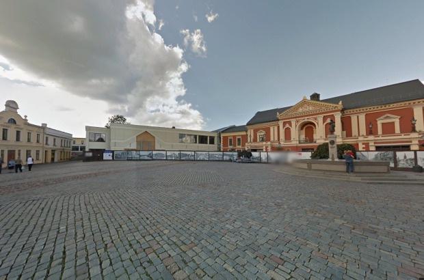 Лучший вариант доехать до Театральной площадки Клайпеды - арендовав авто