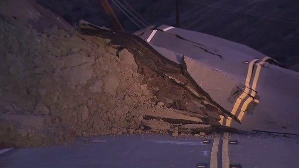 В районе разлома Сан Андреас произошло смещение почвы (Пресса молчит) K-cRdGGi5U