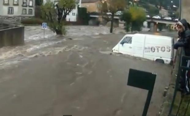 Наводнение заблокировало в школах на юге Франции 130 детей CVAVR AVR CodeVision cvavr.ru
