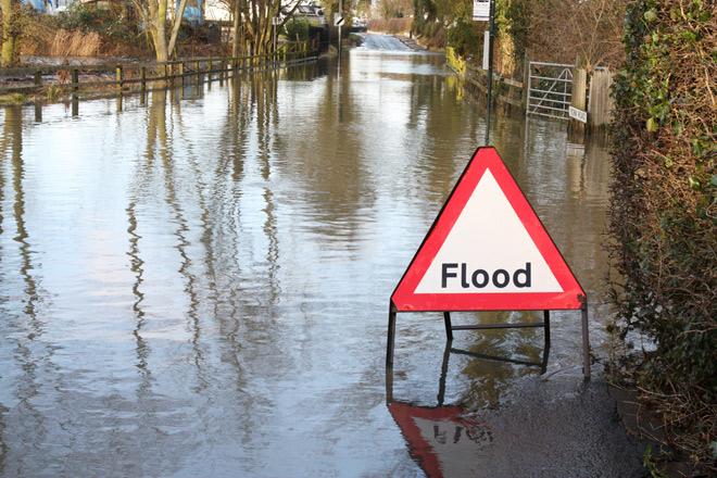Французы покидают свои дома из-за наводнения CVAVR AVR CodeVision cvavr.ru