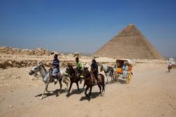 ЕГИПЕТСКИЕ ИСЛАМИСТЫ ПОСОВЕТОВАЛИ ТУРИСТАМ ПОКИНУТЬ СТРАНУ