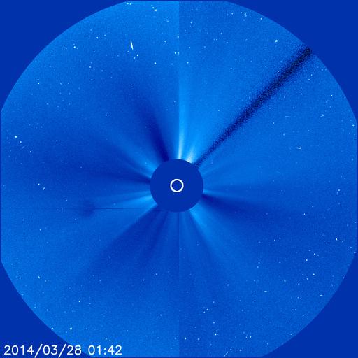 Огромный объект возле Солнца