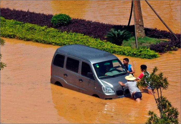 Вшри-ланке 13человек погибли врезультате проливных дождей