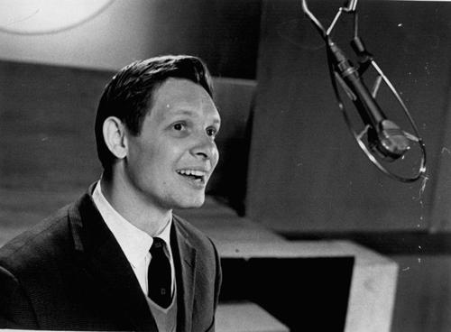 4 сентября 1934 года родился эстрадный певец Эдуард Хиль CVAVR AVR CodeVision cvavr.ru