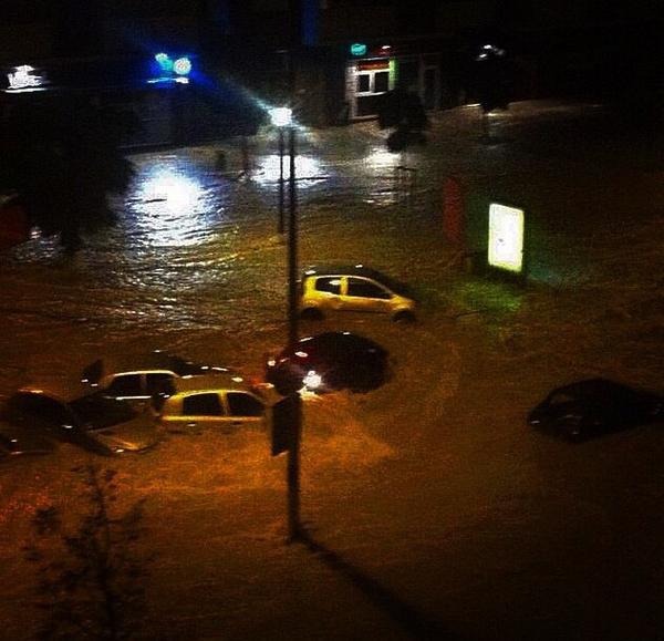 Ливни вызвали наводнение во Франции CVAVR AVR CodeVision cvavr.ru