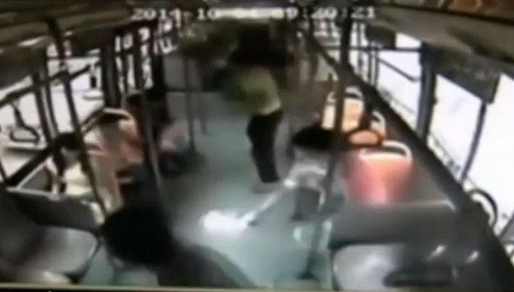 Смартфон взорвался в руках у пассажирки автобуса в Китае CVAVR AVR CodeVision cvavr.ru