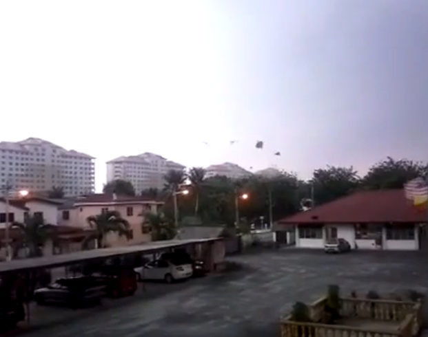 На малайзийский район Кланг обрушился ураганный ветер CVAVR AVR CodeVision cvavr.ru
