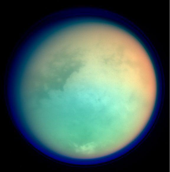 Ученые обнаружили близ полюсов Титана светящиеся газовые пятна CVAVR AVR CodeVision cvavr.ru