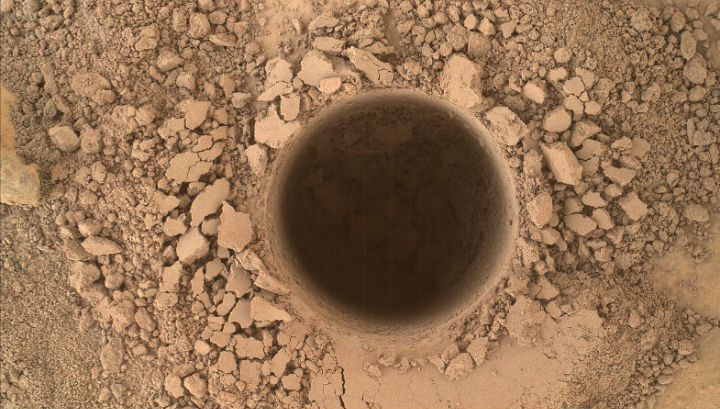 """""""Кьюриосити"""" уже два года изучает грунт Красной планеты (фото NASA/JPL-Caltech/MSSS)."""