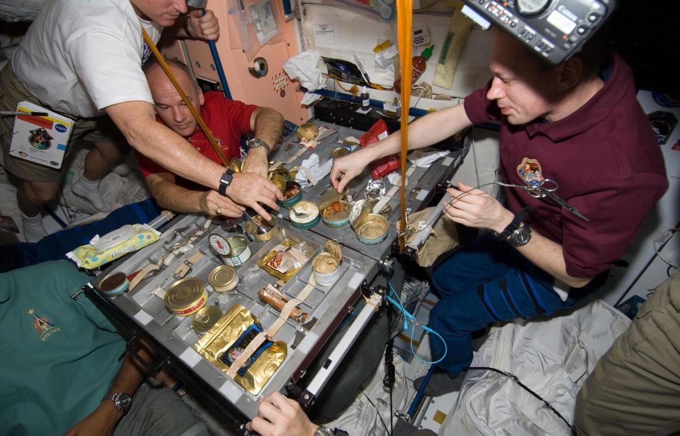 Картинки что едят космонавты в космосе