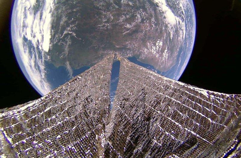 когда спутник фотографирует землю так